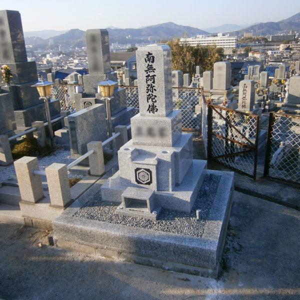 2014年1月施工 広島県安芸郡 M様 8寸3重台 + 巻石 お墓の建立